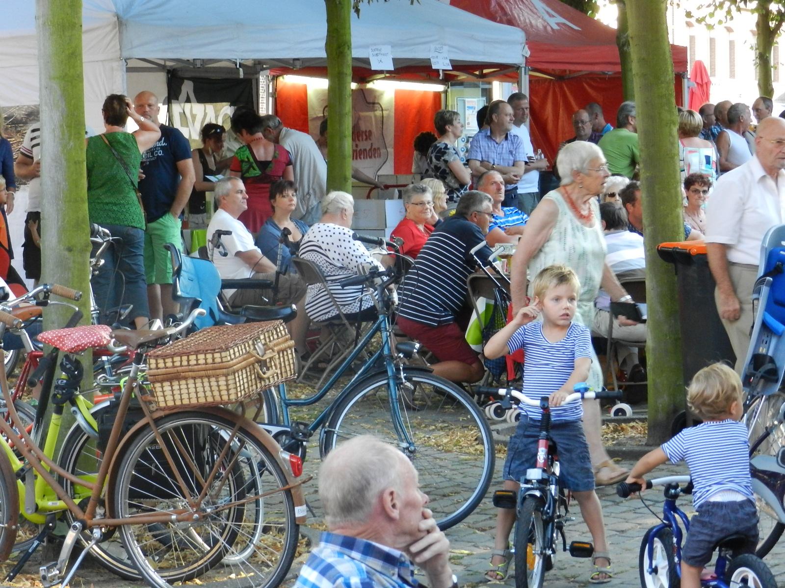 Veel volk voor Muziek in de Wijk te Zandvliet eerste aflevering