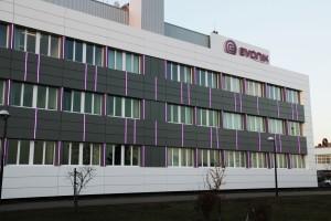 De vernieuwde gevel van het hoofdgebouw van Evonik is een blikvanger geworden