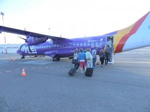 Passagiers stappen in op de Antwerpse luchthaven