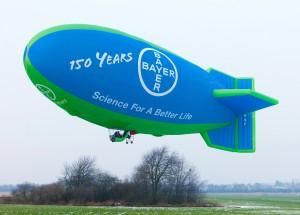 Ter gelegenheid van het 150-jarig bestaan van het moederbedrijf kwam het Bayer-luchtschip ook naar Antwerpen. Het opereerde vanuit het vliegveld van Hoevenen.