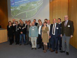 De groep van bewoners en BASF-medewerkers  samen op de viering