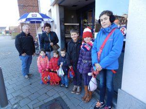 De groepjes bestonden meestal uit drie tot zes kinderen met een of twee volwassenen