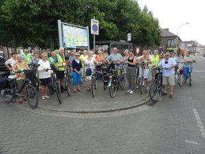 Ze waren met bijna 30 mannen en vrouwen om de tocht naar Huybergen aan te vatten.