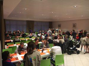 Honderden woonden het scoutsfeest bij in zaal de Geesten te Ekeren Bunt.