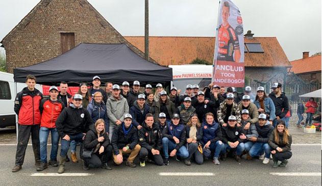 Fanclub ToonVandeboschtrekt naar BKveldrijden.